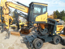 Escavatore gommato Hyundai HW180