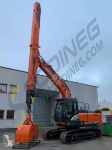 Hitachi ZX210LC excavator pe şenile second-hand