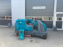Tennant M17 tweedehands veegmachine-bezemwagen