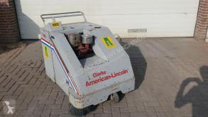 Camion cu echipament de măturat străzi second-hand nc Clarke 436