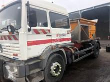 Maquinaria vial camión esparcidor de sal usado Renault Midliner