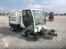 Camion balayeuse Bucher Schoerling CC2000