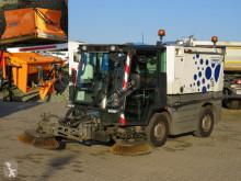 Maquinaria vial SWINGO Compact 200 Kehrmaschine incl.Streuer+Schild camión barredora usado