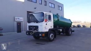Maquinaria vial camión limpia fosas MAN 18.232