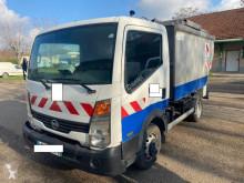 Camion de colectare a deşeurilor menajere Nissan Cabstar