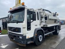 Maquinaria vial camión limpia fosas Volvo FL6