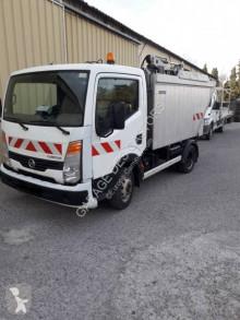 Camion benne à ordures ménagères Nissan Cabstar 35.11