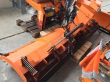 آلة لصيانة الطرق شاحنة كاسحة للثلج Düvelsdorf DSK 290 SCHNEESCH