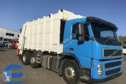 Maquinaria vial Volvo FM-340 6x2 R camión volquete para residuos domésticos usado