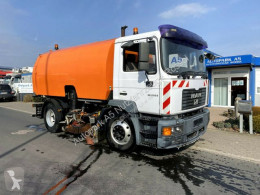 MAN ME 220 B Kehrmaschine Strassenreiniger camion balayeuse occasion