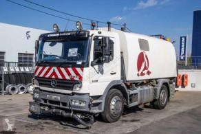 Camion cu echipament de măturat străzi Mercedes Atego 1518