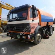 Maquinaria vial camión de limpieza Mercedes DB 1417