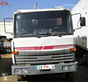 Camion benne à ordures ménagères Nissan L80.90