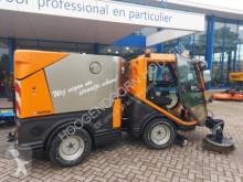 Camion cu echipament de măturat străzi Nilfisk