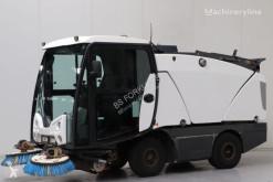 Johnston camion cu echipament de măturat străzi second-hand