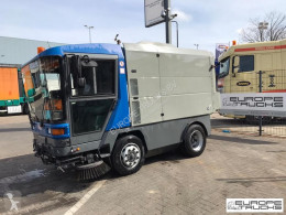 Maquinaria vial Ravo 560 camión barredora usado