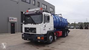 MAN 25.422 (BIG AXLE / 6 CYLINDER WITH ZF-GEARBOX / 18000L / EURO 2) camión limpia fosas usado