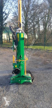 John Deere Log splitter