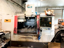 Material de obra Yang Eagle SMV-1000 CNC Machining Center otros materiales usado