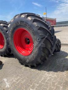 Repuestos Neumáticos Michelin Set 800/70 R38 en 620/75 R30 op wiel
