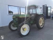 tractor agrícola tractora antigua John Deere