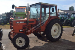 tractor agrícola Renault 651