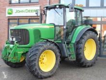 Zemědělský traktor John Deere 6520
