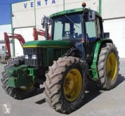 Tractor agrícola tractora antigua John Deere 6400