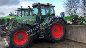 trattore agricolo Fendt 820