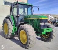 Tractor agrícola tractora antigua John Deere 6900
