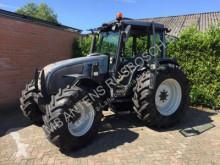 trattore agricolo Valtra A95
