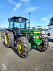 tracteur agricole John Deere 2140