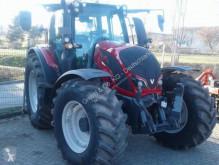селскостопански трактор Valtra