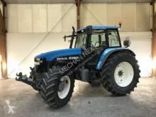 tracteur agricole New Holland 8360