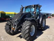 traktor Valtra