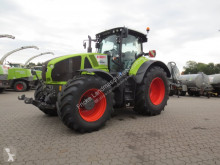 Used farm tractor Claas AXION 930
