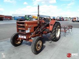 Tracteur agricole Renault 461