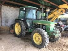 Tarım traktörü John Deere 2140