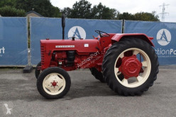 Tractor agrícola International D-439