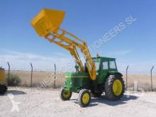 Tracteur agricole John Deere 3135