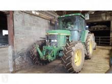 Tracteur agricole John Deere 6810