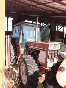 Tracteur agricole International 955