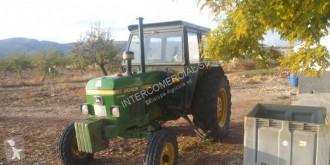 Tractor agrícola tractora antigua John Deere 2040