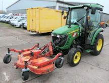 Tractor agrícola John Deere 3320 KLIMA ZAPFWELLE Frontmähwerk Wiedenmann usado