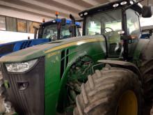 Tractor agrícola John Deere 8260R usado