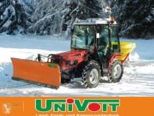 Tractor agrícola Agromehanika AGT 835 TS mit Streuer und Schneeschild usado