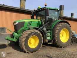 Tractor agrícola John Deere 6215R usado