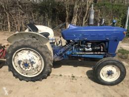 Tractor agrícola Ford 2000 tractor usado