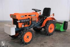 Tractor agrícola Kubota B6001 4WD usado