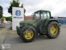 Zemědělský traktor John Deere 6800